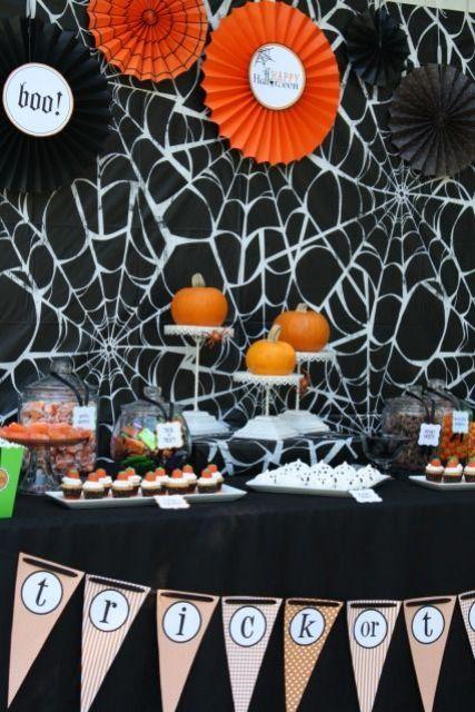 Halloween Dessert Table, Halloween Food, Halloween Home Decorations, DIY Halloween Dessert #Halloween