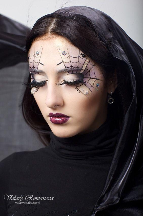 Halloween makeup, Halloween spiderweb eyeliner tutorial, halloween makeup videos #Halloween