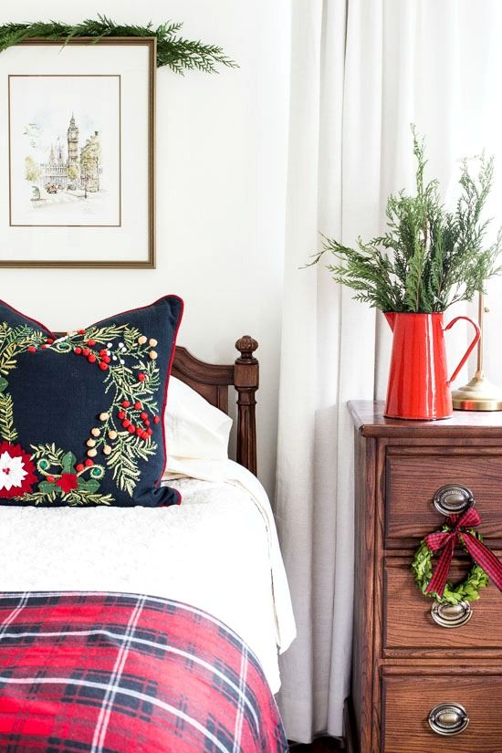Trendy & Cozy Christmas Bedroom Decorating Ideas, holiday home decor, #christmas #holidays #christmas decorations