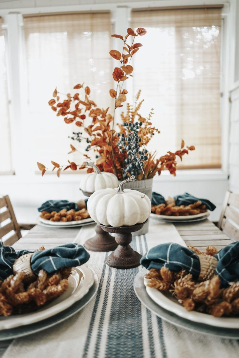 Thanksgiving tablescape decorating ideas with natural elements, thanksgiving table decorations, Thanksgiving day,