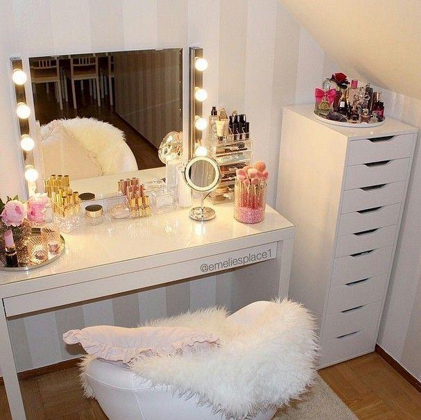 How to Organize & Display Makeup in Cool Ways, makeup organization,makeup vanity,makeup storage organization small spaces