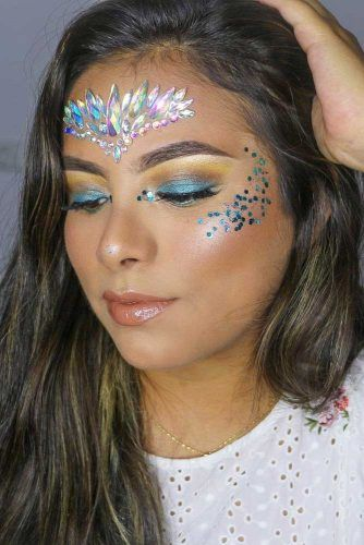 rhinestone eye makeup, Coachella makeup looks, festival make up, sparkly jewelry into your makeup look